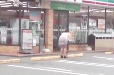 爆乳熟女がリモバイを装着しながらコンビニで買い物をするヤバいやつwwwガクガクと震えながら腰を抜かしちゃいます