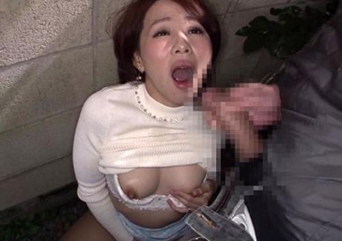【人妻×口内射精】人生初!精子の味を知る人妻♥マ◯コと乳首を弄りながら連続フェラヌキで大量口内射精されて嬉しそうです