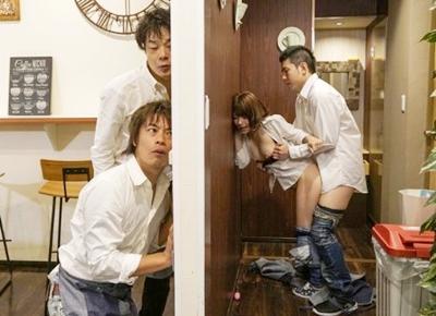 【寝取られ人妻】「あぁ~イッちゃうぅぅ♥」妻がパート先で肉奴隷として同僚たちに犯され続けて壊れちゃいました!