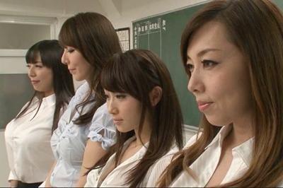 【熟女教師】「不良生徒は腰が立たなくなるほど搾り取ってあげるわ♥」美魔女たちが2人の生徒と凄テク中出し乱交しちゃいます