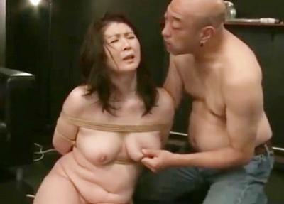 ノンストップ緊縛調教される爆乳熟女♥緊縛されてはスパンキング&乳首責めで卑猥な表情をして、チ◯ポ挿入でイッちゃいます