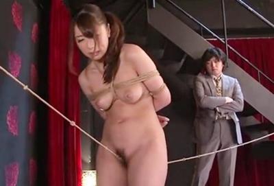 美人捜査官が変態集団に囚われて、、緊縛拷問!!マ◯コ綱渡りや強制潮吹き♥奴隷として仕上がったら輪姦されます