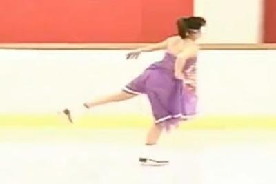 考えたやつバカすぎるwwww下着を一切つけずに華麗なるフィギュアスケートをやる変態!!滑るのが上手いですww