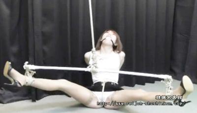 ★ミニスカ緊縛★動くたびに縄がマ◯コに食い込んで悶える奴隷♥30分以上も縛られると次第に壊れていきますwww