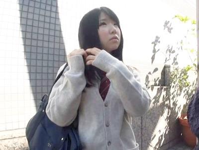 ★素人ナンパ★読者モデルの撮影と嘘ついて、制服美少女ナンパ♥パイパンマ◯コにチ◯ポねじ込んで中出しする鬼畜っぷり!
