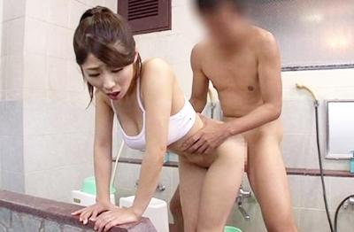 ★抜いてくれるマッサージ師★キレイなおっぱいボディーで客の肉体を洗った後に、マ◯コを差し出していっぱい中出しさせます