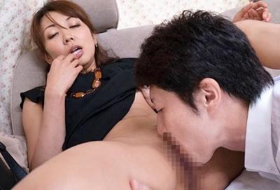【人妻ナンパ】「はぁはぁ~!えっ!えあぁ!」人生初の潮吹き体験♥敏感マ◯コの人妻が男優のテクで連続絶頂しまくり