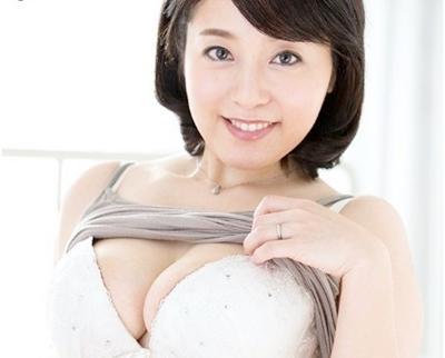 【初撮り熟女】垂れ乳おっぱいの健康な四十路熟女♥嬉しそうに2本のチ◯ポをフェラ&パイズリからマ◯コ挿入!乱れっぷりが最高