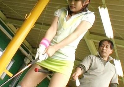 ★わいせつゴルフレッスン★オヤジ~wwヤバイってwww美少女の体を触りまくってたら発情してその場で生ハメ中出ししちゃった