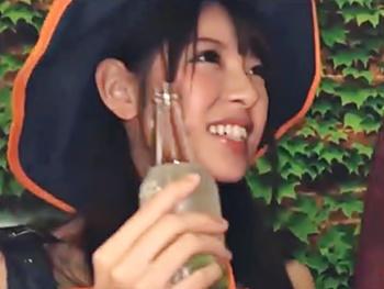 ハロウィンの渋谷でほろ酔いコスプレ美少女達をラブホへ連れ込み、実はヤリマンのパンプキン魔女っ娘を友達の前でパコってみた!
