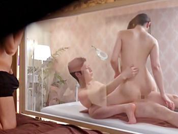 セックスレスの旦那に芽生えた寝取られ性癖!オイルマッサージで感じさせられ…生ハメ中出しされる妻をMM越しに見てシコる!