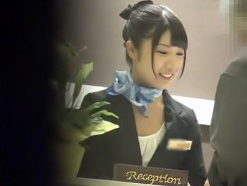 『来ちゃいましたね、ラブホに』シティーホテルのS級の女子フロント係を口説き落としてラブホにチェックイン!
