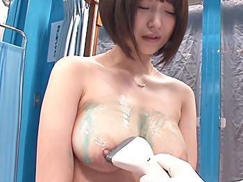 『ここで脱ぐんですか?…』巨乳OLを無料検診と称してMMに誘い込み…全裸同然で卑猥な検診!最後はチン棒突っ込み挿入診!