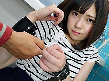 『イヤです!助けてぇー!』松岡茉○激似の美少女がエロおやじにパワハラされ、白い肢体を露わにアヘ顔連発の衝撃映像!