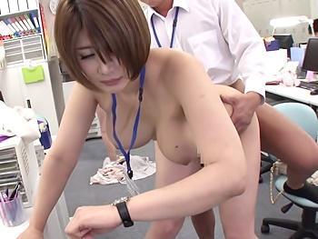 《時間停止》会議中に美人でエロい身体の女子社員の時間を止めて…男子社員がやりたい放題ハメ放題!中出ししたって分からない!