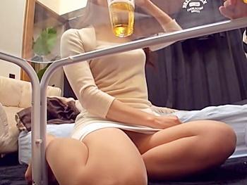 《盗撮》『こんなオバさんでいいの?』カフェに勤める美人妻を部屋に連れ込み、欲求不満妻の赤裸々な痴態の一部始終を隠し撮り!