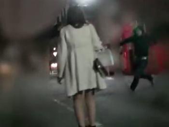 《レイプ》夜道で声を掛けた巨乳OLのナンパに失敗し、強硬手段にでる二人の男!車で拉致して自室へ連れ込み凌辱・レイプする!