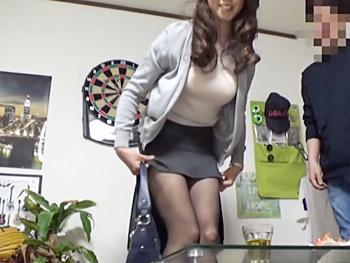 <ナンパ>巨乳妻がイケメンに口説かれ部屋に連れ込まれ…欲求不満の不倫妻がハメられイキ狂う赤裸々な痴態を隠し撮り!