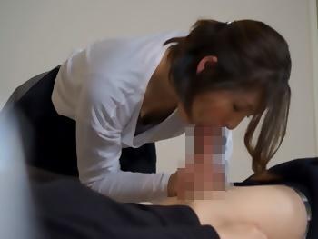 【盗撮】ホテルで呼んだ施術師の熟女があまりにエロいので、お願いしてハメさせて貰いました!