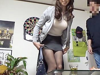 【熟女ナンパ】街で声を掛け連れ込んだ黒パンストのスレンダーな不貞妻に勃起チンポを突っ込み激ピスで乱れ狂う姿を盗撮!