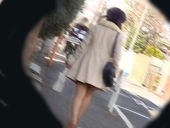 帰宅途中の人妻の後をつけ、玄関ドアを開けようとした瞬間2人組の強姦魔が押し入り有無を言わさず生チンポを膣奥にぶち込む!