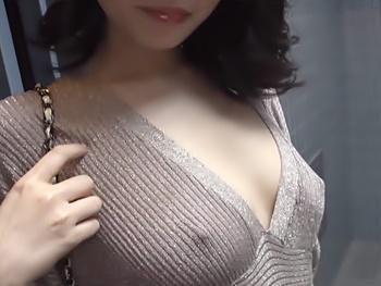 最近越して来た隣の美人妻に呼ばれてご主人の留守中に伺ったら!今日はパンツも履いてない…!誘惑寝取り濃厚セックス!