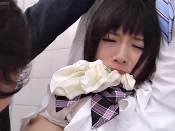 【痴漢】可愛いJKが電車でおっさんに触られまくり!女子トイレまで侵入され、両手を縛られ抵抗むなしく中出しレイプされる!!