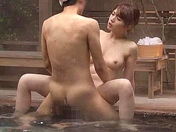 夫に騙され男湯へ一人残された美人妻、後から入って来た三人の男達の他人棒で次々に犯されオール中出しされる!!