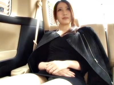 【人妻ナンパ】美人妻が白昼に車内フェラ抜き!初めての精子ゴックンは他人棒!