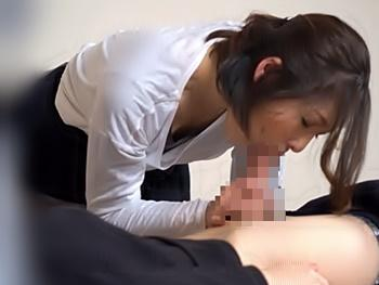 旅先の宿で頼んだ出張施術師の熟女がエロくて、我慢出来ずに強制セックスして貰いました!え!レイプって言うんですか。