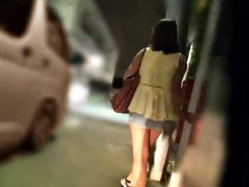 【レイプ】夜道を歩くOLを尾行し、人気の無い所で拉致!泣き叫ぶOLの衣服を剥ぎ取り輪姦ハメ撮りレイプ!
