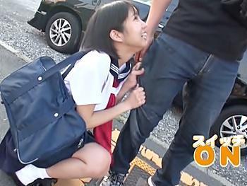 『ダメ歩けない!刺激が強すぎる』ビックバンローターを仕込まれた制服美少女が野外散歩!バスに乗って痴漢プレイでイキ潮噴射!