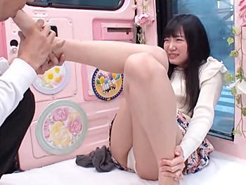 《ナンパ》『足の指を甘噛みされるのが好きです』JDをMM車に連れ込み、性感帯を徹底的の責めて発情させ…勃起デカチン挿入!