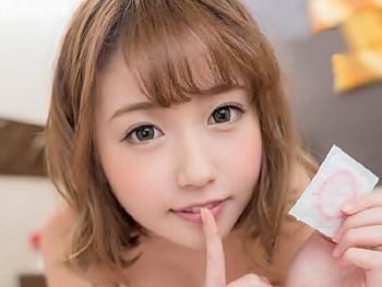 『しぃ~!内緒だよ♡♡♡』JKコスのデリヘル呼んだらメチャ可愛い女の子!張り切って気持ち良くさせたら…パコらせてくれた!