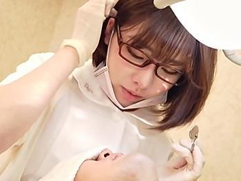 《深田えいみ》『もしかして胸当たってます…?』歯科医の巨乳助手さんがエロ過ぎ!生おっぱい吸いながらセンズリ射精!