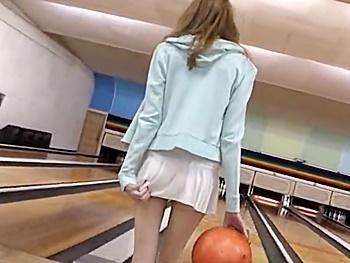 イタリアから来たブロンド美少女がノーパンミニスカでボーリング!おまけに場内オナニーから…羞恥セックスまでやらされて…!