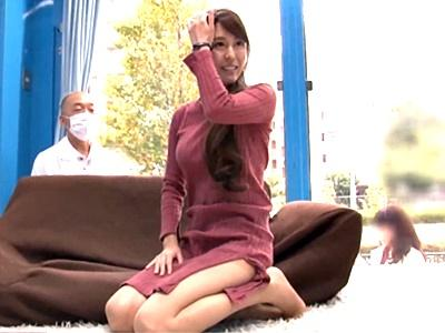 【MM号】街でセレブ妻を乳房チェックと声を掛けMM号に連れ込み、偽物の研究員の餌食に!挿入されて大絶叫!!