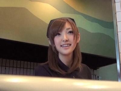 【素人】飲み屋の天使のような看板娘をホテルへ呼び出してAV撮影決行!!