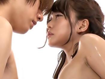 夫が仕組んだヌード撮影でモデルの巨根がマンコに擦れて腰砕けの若妻…謝罪に来たモデルにアソコが疼いて寝取られセックス!