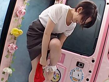 《OLナンパ》大企業の美人OLがエロい下着を着けM字開脚のオナ披露!勃起デカチンを見せつけられ濡れマンコ即パコされる!