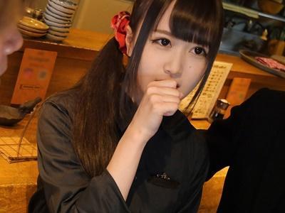 アイドル級の看板娘の両手を拘束し電マで大量潮吹き!!店内3Pハメ撮り!!