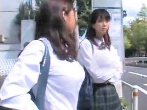 制服の上でも巨乳な女子高生が混雑するバスに乗車したので欲望のまま痴漢しまくり辱めながら挿入したったw