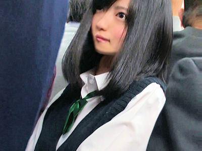 可愛さ神レベルな女子高生に興奮しちゃったので欲望のまま電車でチカンしまくり制服着衣でピスりまくってドピュドピュ