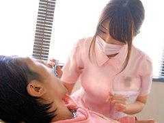 治療中も気になって仕方が無い大きなパイオツの歯科衛生士さんに興奮したので辱めながらパイズリさせて犯し倒すw