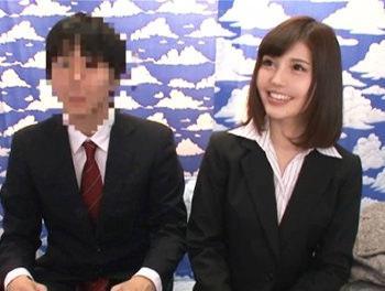 スーツ姿が似合うような清楚系美人OLが恥ずかしそうに同僚にラップ越しにおっぱい揉まれたり乳首舐されて感じちゃう!/♡