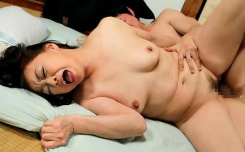婚活で知り合った青年と身体の相性を確かめ合う五十路熟女 岩下菜津子