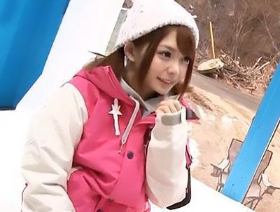 『あん、気持ちいい♡♡』雪山に居た新婚カップルの妻に、マッサージで気持ち良くさせて寝取り!!
