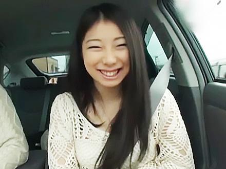 『恐れ入ります...♥♥』激カワな巨乳の美少女が温泉旅行で、車内でフェラチオで簡単の即抜きww