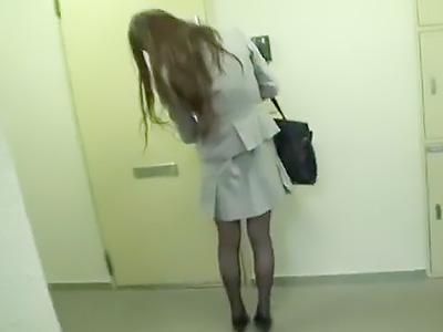 『お願い、やめてええぇぇ!!』キレイなスレンダーOLをストーカーして、自宅に入る瞬間を狙い自宅に侵入して即レイプする!!