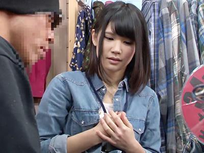 『こちらにしますか?』古着屋の清楚な美少女SHOP店員が、痴漢師に突然無理やり襲われてレイプされる!!